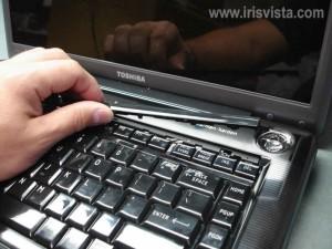 Разобрать ноутбук Toshiba Satellite