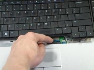 Разборка ноутбука Dell Inspirion 1750.