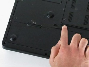 Разбираем ноутбук Dell inspiron e1705, чистим его от пыли и меняем термопасту.