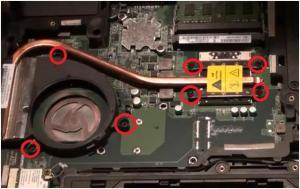 Как разобрать ноутбук Fujitsu LIFEBOOK AH512? Чистим его от пыли и меняем в нём термопасту.