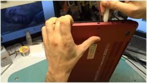 Разбираем ноутбук HP ENVY 6, чистим его от пыли и меняем термопасту.