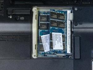 Разбираем ноутбук HP Pavilion DV3, чистим его от пыли и меняем термопасту.