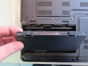 Разбираем и чистим ноутбук ASUS X51L.