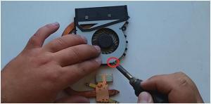 Как разобрать ноутбук Sony VAIO SVF152, почистить его и заменить термопасту?