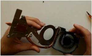 Как разобрать ноутбук Sony Vaio SVE171G11V, почистить его от пыли и заменить термопасту.